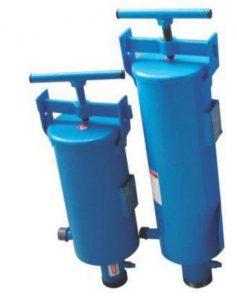 فیلتر شنی-دارای شکلی استوانه ای می باشد و دو مجرای ورودی و خروجی آب دارد قادر است ذرات و املاح معلق در آب را جداسازی کرده و مانع از عبور آنها به داخل سیستم آبیاری قطرای می شود.