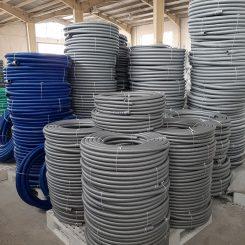 لوله خرطومی پارس فلکس از مواد اولیه PVC و نوعی روغن صنعتی ساخته شده مقاوم ، انعطاف پذیر و در مقابل ساییدگی و ضربه مقاوم می باشد. شیلنگ فلکسیبل پارس فلکس انعطاف پذیر و فلکسیبل بوده و از جنس پی وی سی ساخته شده است. از این محصول برای انتقال آب به زمینهای کشاورزی و باغات، انجام آبیاری و کارگذاشتن به عنوان لوله مکش پمپهای آب و مکش پودر ها و ذرات و مواد نفتی مناسب می باشد. لوله خرطومی کشاورزیبه دلیل ساختار ویژه ای که دارد در مقابل الکتریسیته و برق، خورندگی و فرسایش، ضربه، سایش و… مقاومت بسیار بالایی از خود نشان می دهد و همچنین رسانای جریان برق نمی باشد. این عوامل باعث افزایش کارایی لوله خرطومی پارس فلکس و طول عمر آن می گردد.