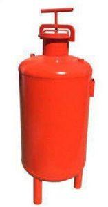 تانک کود یکی از تجهیزاتی که در سیستم کنترل مرکزی استفاده می شود مخزن تذریق کود می باشد. از این محصول برای کود دهی کودهای محلول در آب همراه با آب آبیاری استفاده می شود.