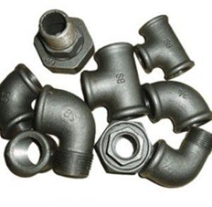 اتصالات گالوانیزه (Galvanized Fitting)و اتصالات سیاه در صنایع ای چون آبرسانی ، بخار ، هوا ، نفت و گاز و غیره مورد استفاده قرار می گیرد. این تصویر دارای مهره ماسوره گالوانیزه-سه راه- زانو چپقی-بوشن گالوانیزه می باشد.