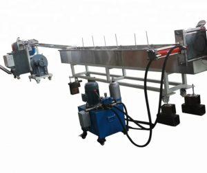 سیستم ماشینهای شکل دهی به پلاستیک (شامل انواع خطوط اکستروژن و تزریق و ...) بگونه ای ساخته شده اند که بهتر است مواد اولیه ورودی آنها بشکل ساچمه های کوچک پلاستیکی باشد.