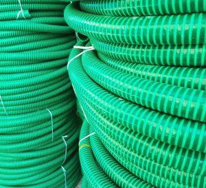 لوله خرطومی سبز | لوله خرطومی کشاورزی : از مزایای لوله خرطومیمیتوان به صرفه جویی در هزینه، قابلیت انعطاف بالاتر برای استفاده در امور ساختمانی، صنعتی، کشاورزی، آبیاری و آبرسانی و جاهایی که امکان استفاده از لولههای پیویسی معمولی وجود ندارد اشاره کرد.
