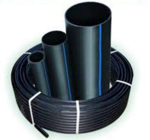 لوله پلی اتیلن از مواد اولیه HDPE که به دلیل ترکیب با دوده قالبا مشکی رنگ و یه صورت تک جداره با گرید های PE 100 - PE 80 - PE 63 تولید و عرضه می شود. لوله های HDPE از سایز ۲۰ میلیمتر الی ۷۱۰ میلیمتر و حتی بالاتر با فشار کاری ۴ اتمسفر الی ۲۵ اتمسفر تولید می شود. با توجه به این که مدت زمان کوتاهی از عمر تولید این نوع لوله ها و اتصالات پلی اتیلن می گذرد ولی در همین مدت کوتاه رشد و پیشرفت این صنعت بسیار زیاد بوده و مصرف آن نیز در خیلی از صنایع پیشرفت چشمگیری داشته است. و تقاضای بالای این لوله ها باعث رشد صنعت تولید لوله پلی اتیلن پر مصرف شده و تولید کننده کان زیادی در این رشته فعالیت دارند.