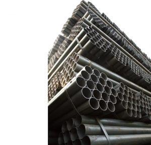 لوله مانیسمان بدون درز می باشد و در فرایند تولید لوله فولادی از نبرد کردن و جوشکاری کردن درز حاصل از آن استفاده نمی شود کاملا یک تکه و بدون درز تولید می شود. همین مسئله موجب بالا رفتن میزان استحکام و تحمل فشار کاری بالا در لوله و اتصالات مانیسمان می شود. به طور معمول لولۀ های فولادی تا سایز ۲۴ اینچ و در رده های مختلف که ضخامت لوله سیملسرا مشخص می کند تولید، میشود. زیرا ساخت این نوع لوله با قطر زیاد سخت و هزینه بر است. قیمت لوله لوله مانیسمان به جهت روش ساخت به خصوصی که دارد، نسبت به سایر انواع لوله ها بیشتر است.