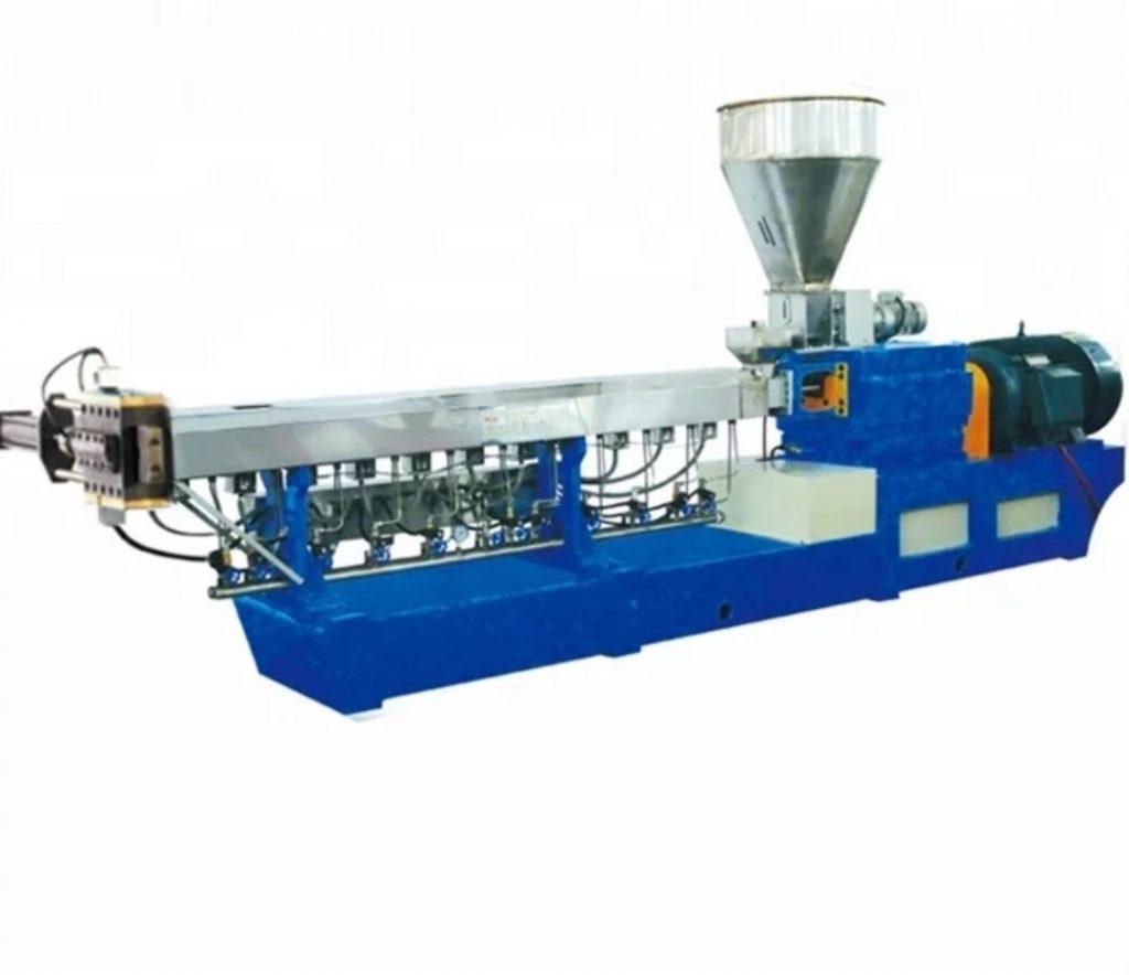 خط تولید گرانول پلی اتیلن جهت بازیافت مواد پلی اتیلن مورد استفاده قرار می گیرد. در واقع گرانول به موادی گفته می شود که با ذوب کردن پرک آسیابی و کندر و مواد زنده بار در دستگاههای تولید گرانول به وجود می آید.گرانول تولید شده می تواند رشته ای و یا به صورت عدسی باشد.  تمامی فرایند تولید گرانول به وسیله دستگاه خط تولید گرانول انجام می شود.این دستگاه مواد آسیابی یا کندر و پرک را به گرانول تبدیل می کند.خط تولیدهای گرانول به صورت تک مرحله ای یا دو مرحله ای و یا تک پیچ و دو پیچ می باشد.و گرانول تولید شده می تواند به صورت رشته ای و یا عدسی باشد.