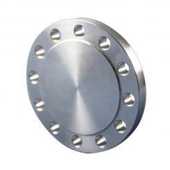 فلنج کور (Blind Flange) یک صفحه گرد بسته فولادی با سوراخهایی که دور آن ایجاد شده که در پایان میسر لوله کشی و مسیرهای دارای فشار به کار میرود و آخر خط مورد نظر را مسدود می کند. یا کور می کند. این اتصال معمولا بر روی فلنجی که روی لوله قرار دارد با استفاده از کسکت بین آنها برای آب بندی با پیچ و مهره بسته می شود. فلنج ها یک از روشهای اتصال لوله ها، دریچه ها، پمپ ها و سایر تجهیزات می باشد تا یک سیستم لوله کشی ایجاد شود.