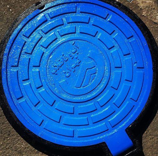 دریچه منهول چدنی ازچدن خاکستری و یا از چدن داکتیل نشکن ساخته می شود. منهول ها از جنس چدن خاکستری(GG 25) این دریچه ها بصورت معمولی و لولایی در سایزهای مختلف از 30 سانتیمتر الی 90 سانتیمتر ساخته می شود. تحمل فشار تا 40 تن بار را دارد و می توان در خیابانها و پارکها مورد استفاده قرار بگیرد. دریچه منهول برای ورودی کانالهای مخابراتی کانالهای فاظلاب و کانالهای کابل های برق مورد استفاده قرار می گیرد.
