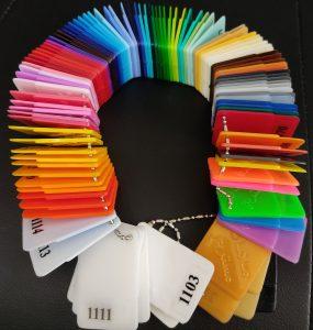 البوم مستربچ رنگی - مستربچ : صنایع متعددی برای تولیدات خود از پلیمر استفاده می کنند که پلیمرها عمدتا بی رنگ می باشند و یا همه خواص مختلف و مناسب را برای تولید محصولات مختلف را در خود نارند، به همین دلیل برای اینکه بتوانیم رنگهای گوناگون به این پلیمرها و خاصیتهای دیگری مانند سخت کردن پلیمر و یا مقاوم شدن آن در برابر اشعه ماوراء بنفش از مواد افزودنی استفاده می کنیم که مستربچ نام دارد.