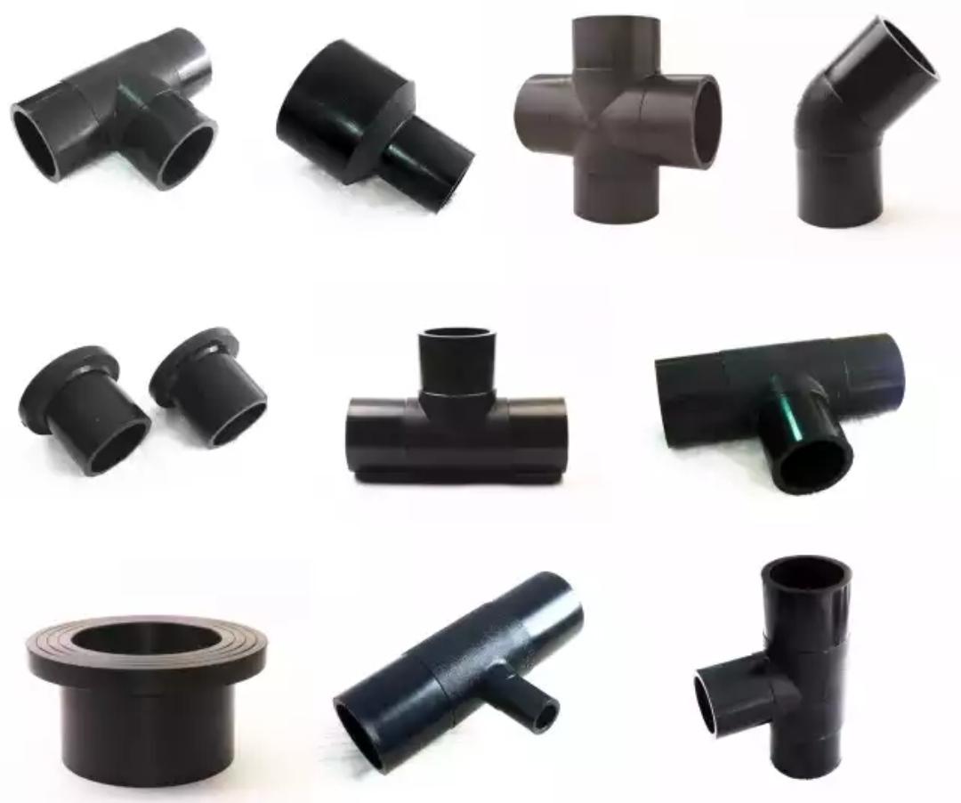 اتصالات جوشی پلی اتیلن دارای تنواع مختلفی بوده و به وسیله دستگاه های تزریق و قالبهای مخصوص طراحی و ساخته شده تولید می شود. این اتصالات به صورت جوش لب به لب و به وسیله دستگاه جوش پلی اتیلن به لوله متصل می شود. اتصالات جوشی پلی اتیلن از مواد اولیه پلی اتیلن PE100 ساخته می شود که شامل سه راه مساوی ، سه راه تبدیلی ، زانو 90 درجه ، زانو 45 درجه ، تبدیل ، کپ یا درپوش جوشی ، چهارراه جوشی و فلنج می باشد که در ادامه به تفصیل به همراه عکس به توضیح آنها خواهیم پرداخت. این محصولات از سایز 32 میلیمتر الی 400 میلیتر تولید می شود و با فشارهای 6 بار 10 بار 16 بار و 25 بار تولید می شود و جهت اتصال به لوله های پلی اتیلن مورد استفاده قرار می گیرد.