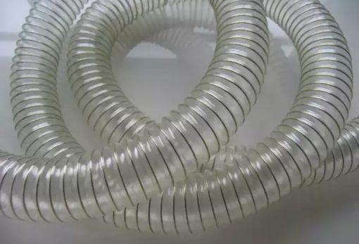 خرطومی شفاف سیم دار هواکش pvc از مواد اولیه پی وی سی شفاف و با دستگاه اکسترودر طی مراحل مختلف تولید می شود. در ساختار و فرایند تولید این لوله خرطومی از سیم فنری استفاده می شود. استفاده سیم فنری در تولید خرطومی شفاف سیم دار هواکش پی وی سی علاوه حفظ شکل خرومی لوله از به هم چسبیدن کانال خرطومی هنگام مکش جلوگیری می کند. این محصول با توجه به نوع مصرف آن می تواند در ضخامتهای مختلف تولید شود. این نوع لوله خرطومی سیم دار علاوه بر انتقال هوا ومکش هوا برای تهویه مطبوع استفاده صنعتی بسیار متعددی دارد. و در کارخانه های مختلف از آن جهت نصب به انواع دستگاه ها و مشین آلات استفاده می شود.