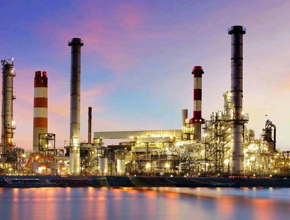 مواد پتروشیمی و مواد شیمیایی، موادی هستند که از تغییرات هیدروکربنهای نفتی یا گازهای طبیعی ساخته می شوند. واژه پتروشیمی یک ترکیب دوکلمه ای است که از ترکیب دو واژه پترول و شیمی ساخته شده است و به معنای مواد شیمیایی است که از نفت تولید می شود.