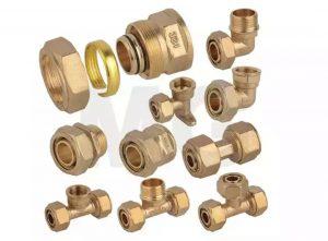 لوله واتصالات پنج لایه یکی از محصولات بسیار مهمی هستند که در صنعت لوله کشی مورد استفاده قرار می گیرند. لوله های پنج لایه نسل جدیدی از لوله های ترکیبی هستند. به طور کلی این لوله از ترکیب پنج لایه فلز و پلیمر تشکیل شده است.  لایه های بیرونی و درونی لولههای پنج لایه از جنس پلی اتیلن هستند و لایه میانی آن ها از جنس فلز آلومینیوم است. بین لایه بیرونی و لایه میانی، همچنین بین لایه درونی و لایه میانی، لایه ای از جنس چسب وجود دارد.