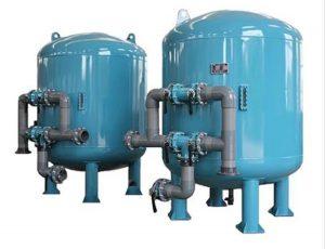 قدیمی ترین روش تصفیه آب که بسیار ساده نیز می باشد، جوشاندن آن است. برای آن که این روش موثر واقع شود و بسیاری از باکتری های موجود در آب از بین برود می بایست آب در مدت زمان مشخصی بجوشد.  تصفیه آب به روش جوشاندن معایبی نیز دارد به عنوان مثال در این روش مقداری از آب بخار می شود و آب و انرژی هدر می رود از طرفی باز هم بعضی از باکتری ها و عواملی که برای سلامت ما مضر هستند نیز در آب باقی می ماند.