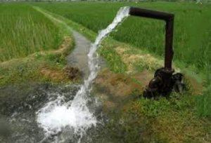 آموزش آبیاری قطره ای : این تصویر نمایی از آب مناسب و بدون آلودگی را نمایش می دهد.